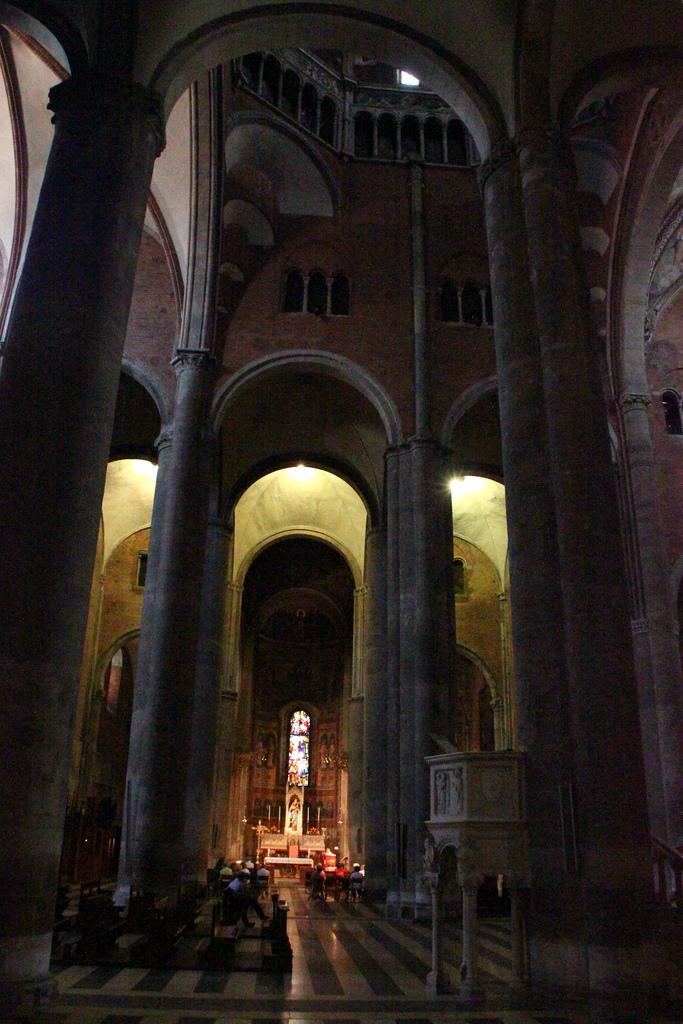 10. Interior de la Catedral de Piacenza. Autor, Kristobalite