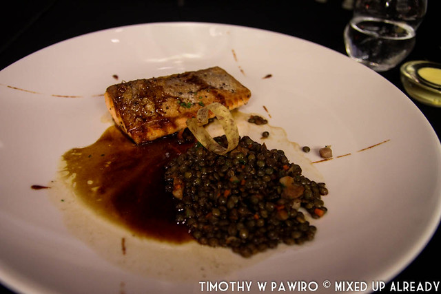 Vietnam - Ho Chi Minh - Bitexco Financial Tower - EON51 - Main course - Salmon