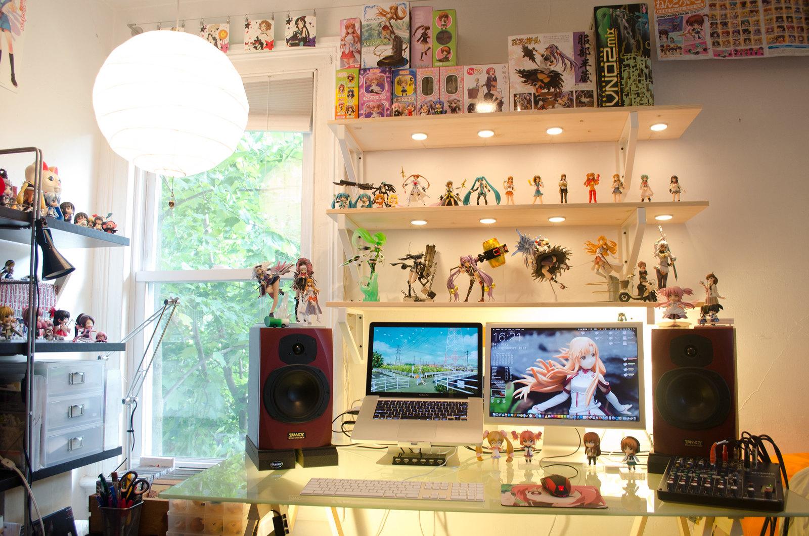 Otaku Desk 09/2013