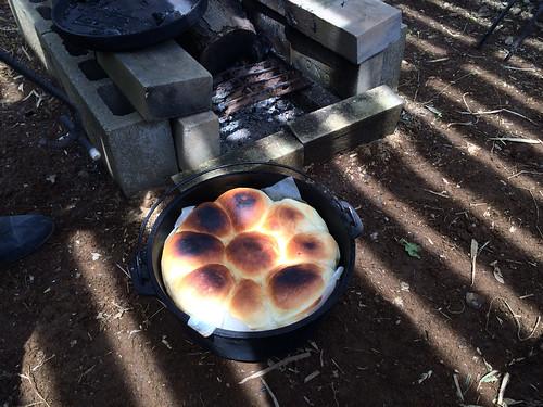 ダッチオーブンでパン焼き 2014/5