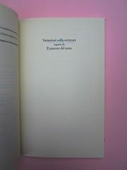 Roland Barthes, Variazioni sulla scrittura. Einaudi 1999. [Responsabilità grafica non indicata]. Titolo del volume: pag. 1 (part.), 1