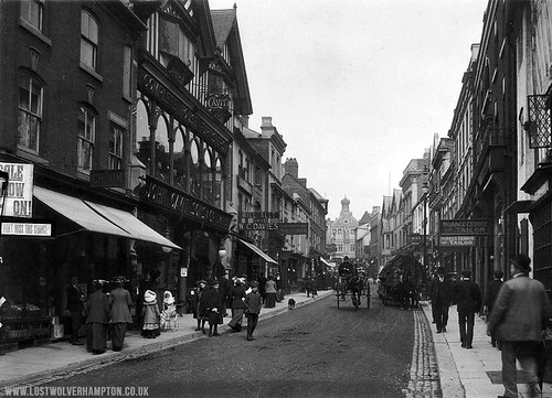 A  bustling street full of life even 100 years ago.