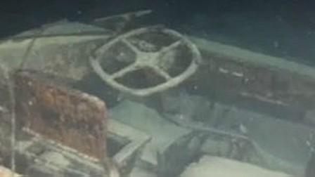 Vehículo anfibio hundido en el lago italiano de Garda