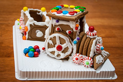 gingerbread house, cake, gingerbread, food, cake decorating, icing, dessert,