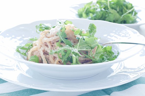 delicious pasta with tuna and rocket