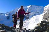 Am Seil des Bergführers: Aufstieg zum Fortezzagrat mit Piz Palü, 3901 m. Foto: Günther Härter.