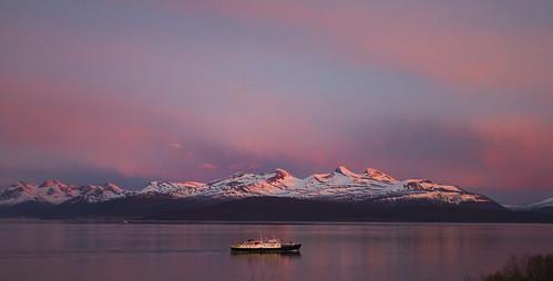 ocean sunset summer panorama snow mountains evening molde hurtigruten moldefjorden coastalvoyageexpress