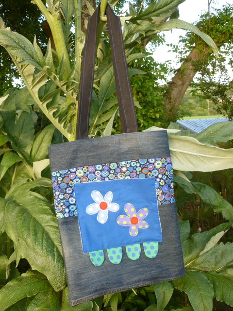 Shoulder bag.  Flower template from book by Poppy Treffry.