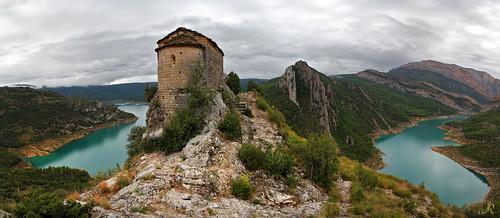 Ermita de la Mare de Déu de la Pertusa i pantà de Canelles / Serra del Montsec / Lleida