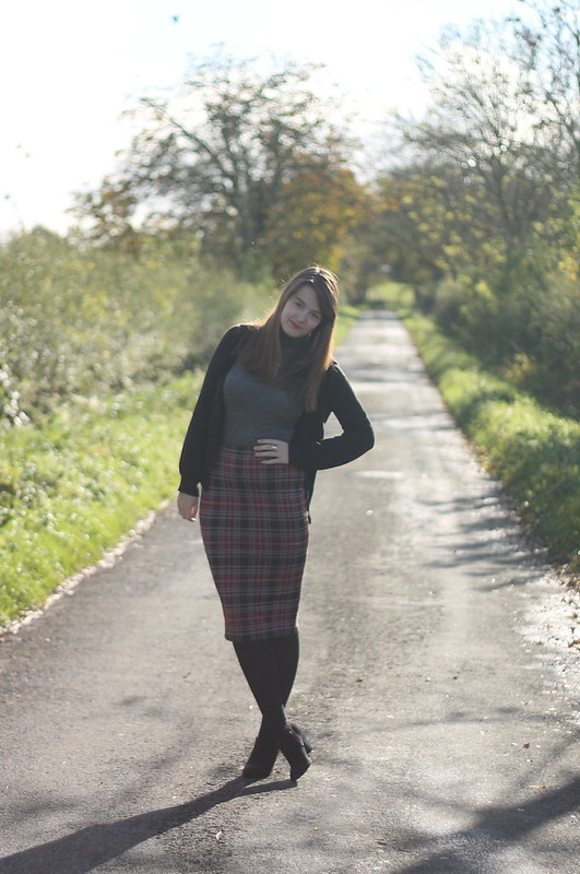 Light - tartan pencil skirt outfit