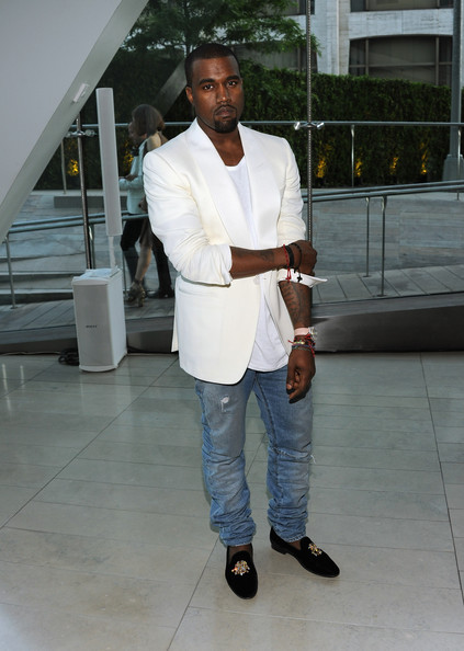 Kanye-west-in-white-blazer-&ripped-jeans