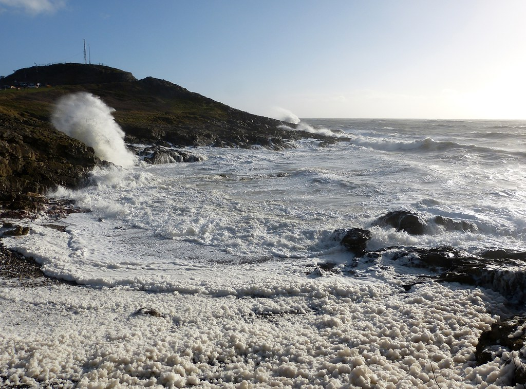 P1060584 - Foam at Limeslade Bay