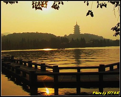杭州 西湖 (其他景點) - 545 (西湖十景之 柳浪聞鶯 在這裡準備觀看 西湖十景的雷峰夕照 (雷峰塔日落景致)