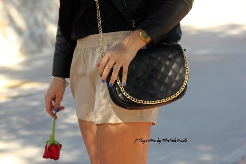 chaqueta-de-cuero-negra-y-shorts-camel-HEELSANDROSES-Vesania-moda-(7)