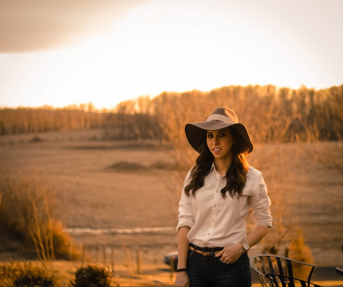 va darling. dc blogger. virginia personal style blogger. skinny jeans. ralph lauren oxford. wool floppy hat. lightweight anorak. black ankle booties. 5