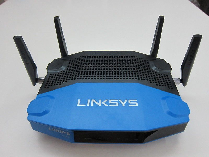 Linksys WRT1900AC - With 4 Antennas (Front)