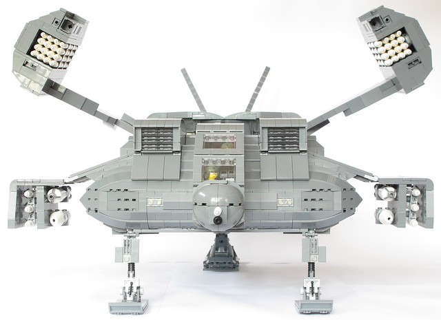 Aliens Dropship with weapons deployed