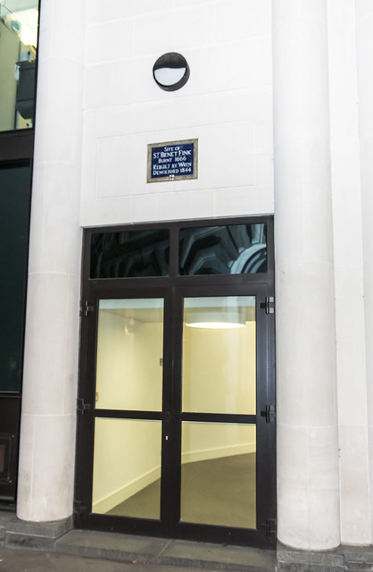 Photo of St. Benet Fink, London and Christopher Wren blue plaque