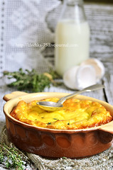 Omelet with ricotta and thyme.