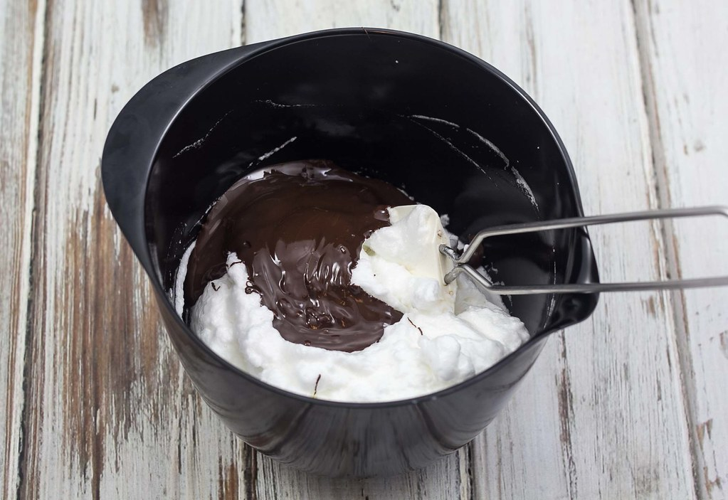 Hvid og mørk chokolademousse (7)