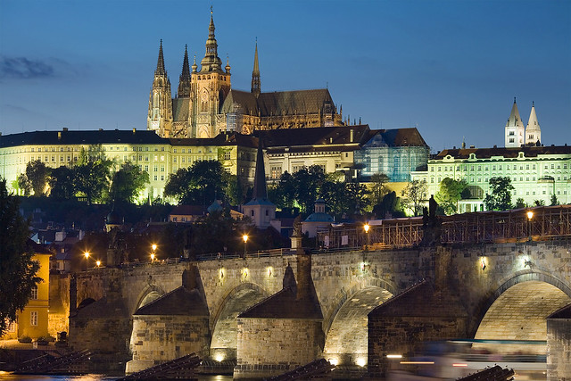 Prague Castle and the Charles Bridge. Image: Jorge Royal/WikiCommons
