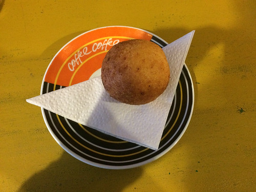 Cuenca: un buñuelo colombien (pain au fromage)