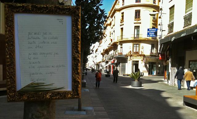Las Afueras, colgados de los árboles de la Calle Cruz Conde