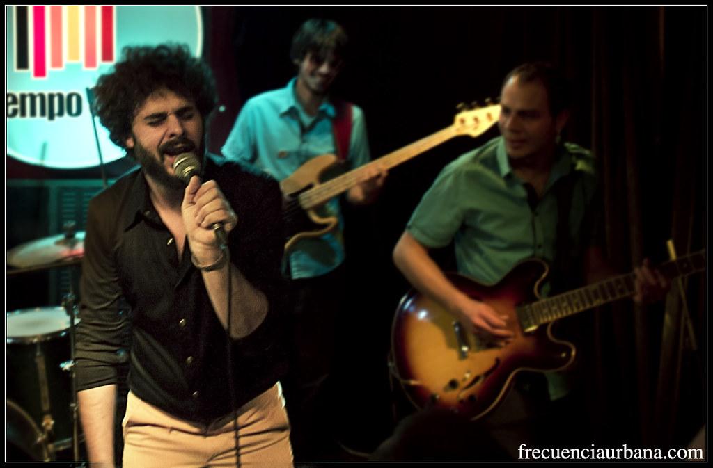 """Concierto de Tasty Groove en la sala Tempo, Madrid. (24/5/2013) La crónica completa aquí, <a href=""""http://frecuenciaurbana.com/2013/06/05/tasty-groove/"""" rel=""""nofollow"""">frecuenciaurbana.com/2013/06/05/tasty-groove/</a>"""