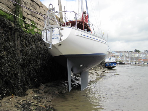 Drying out, Caernarfon River, to adjust the prop by ajax_pc