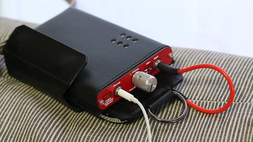 iPhone用真空管アンプとケース:革と金属
