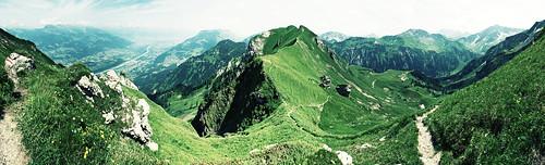 summer panorama mountains alps green trekking schweiz switzerland lomo view hiking path sommer berge liechtenstein grün alpen aussicht rheintal rhein wandern mountainpath lomoeffect wanderung mountainlandscape grat bergweg wanderwege bergwanderung 2013 rappenstein gratweg dreischwestern alpenrhein sonyalpha200 sücka liechtensteinerpanoramaweg berggasthaussücka