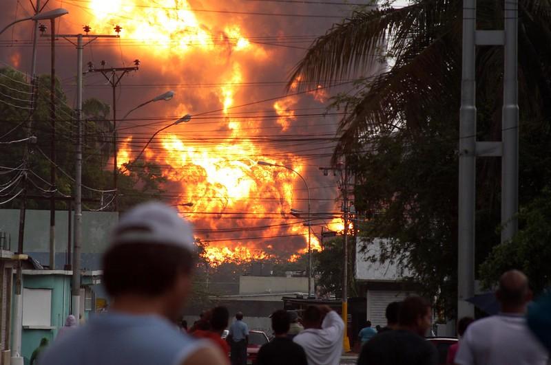 (3)VENEZUELA-PUERTO LA CRUZ-ACCIDENTE-REFINERIA