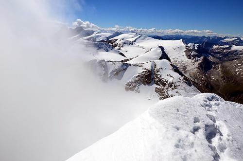 richtung großglockner eine stabil hängende wolkenfahne, sonst wunderschöner fernblick