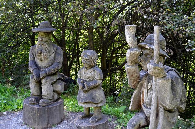 Figuras en madera de los personajes de Heidi