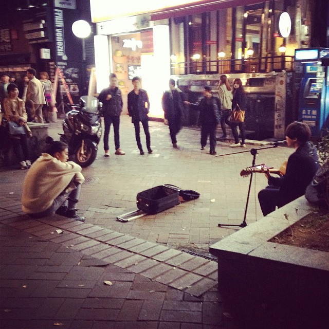 Spotted: Street musician at the Hongik district. Loving the vibe in this part of Seoul. #seoul #southkorea