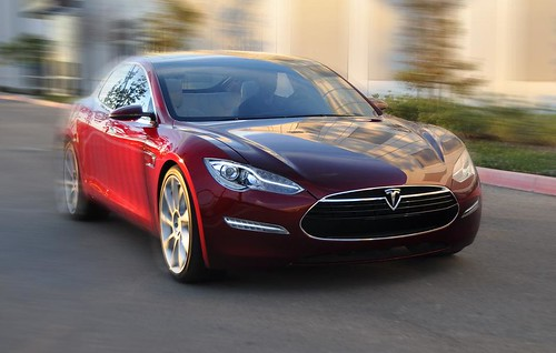 Tesla может построить крупнейшую фабрику литий-ионных батарей