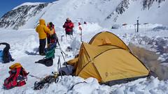 High Camp 17000ft (5600m) - przygotowania do zejścia