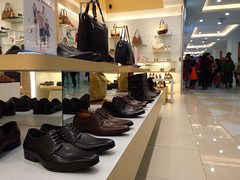 shopping(1.0), shoe store(1.0), boutique(1.0), room(1.0), fashion(1.0), interior design(1.0), design(1.0), retail-store(1.0),
