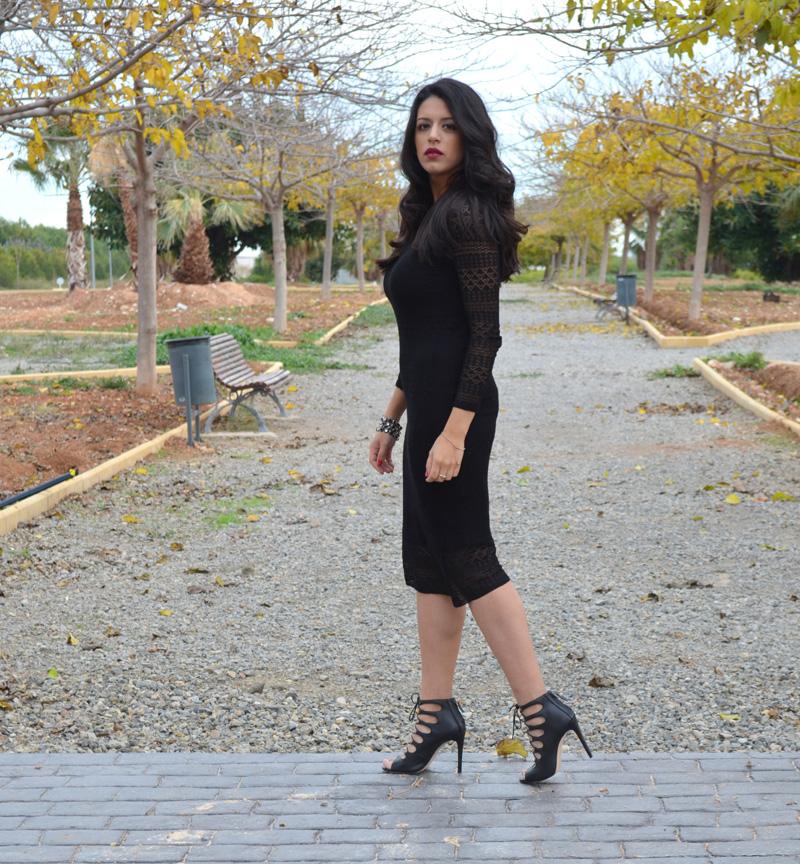 vestido de lana anegro corte midi y sandalias zara