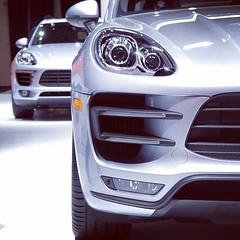 automobile, automotive exterior, wheel, vehicle, automotive design, compact sport utility vehicle, grille, bumper, land vehicle, luxury vehicle, porsche cayenne,