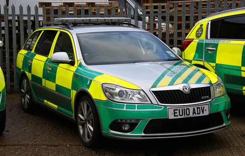 UK Specialist Ambulance Service Skoda Octavia VRS Medical Response Unit 411 - EU10 ADV