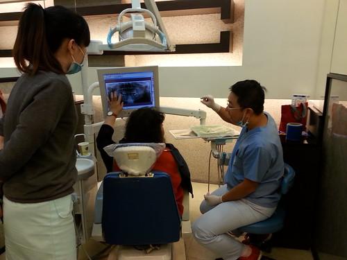 媽媽去黃經理牙醫診所看診4