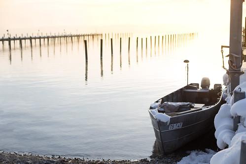 winter light sun snow sunrise canon germany bayern 50mm dawn boat twilight pillars chiemsee prien 6d canonef50mmf14usm