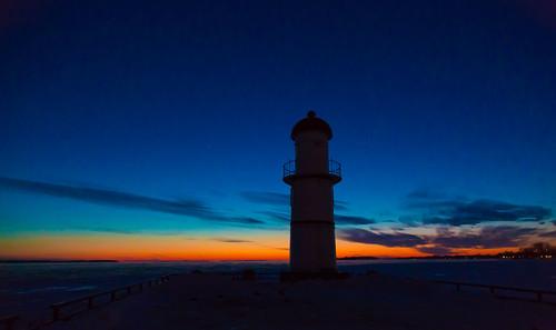 blue sunset sky lighthouse night evening twilight montréal montreal bleu ciel lachine soir nuit phare coucherdesoleil heurebleue