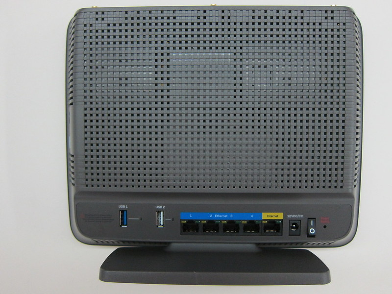 Linksys EA9200 - Back
