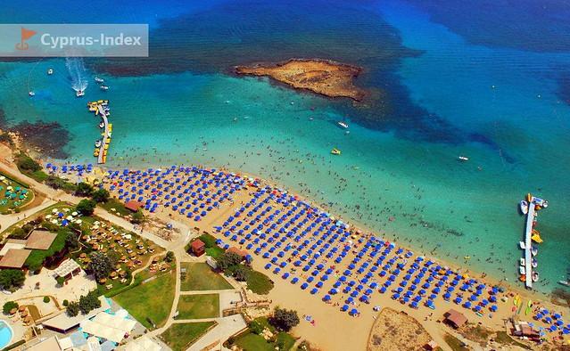 Пляж Фиг Три Бей. Пляжи Кипра а городе города Протарас