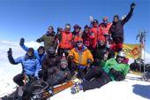 Kaukasus, Elbrus-Besteigung. Gruppe TOP MOUNTAIN TOURS auf dem Hauptgipfel, 5642 m. Foto: Günther Härter.