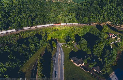 railroad sunrise us unitedstates pennsylvania ns trains altoona norfolksouthern drone horseshoecurve dji stacktrain ns12g djiphantom3pro emdns9575