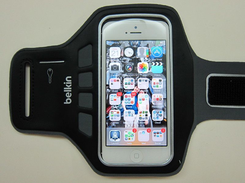 Belkin EaseFit Plus Armband for iPhone 5 - With iPhone 5