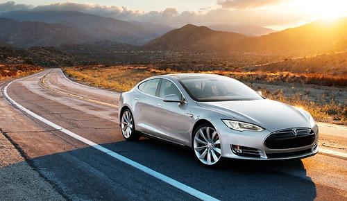 Tesla и Samsung ведут переговоры о поставках аккумуляторов для электромобилей